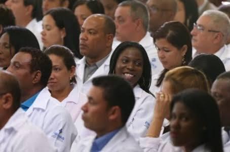 Com dificuldade para atrair médicos, Governo Bolsonaro prepara a readmissão de cubanos