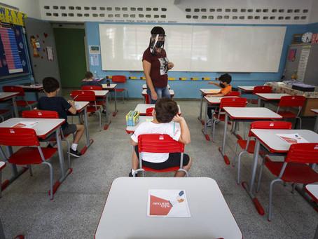 SP lança site para cadastro obrigatório de profissionais de escolas que serão vacinados contra Covid