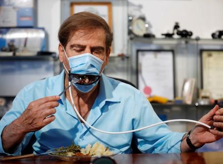 Empresa israelense cria máscara facial para ser usada em restaurantes durante a pandemia