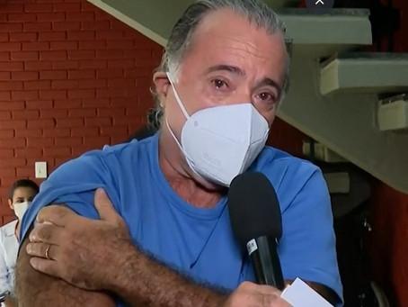 Tony Ramos é vacinado contra a Covid-19 e chora: 'A ciência está presente'