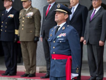 Chefe do Estado-Maior pede demissão após furar fila de vacina na Espanha