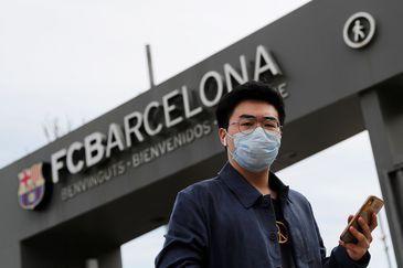 Avanço do coronavírus faz Barcelona decidir realizar com portões fechados o jogo contra o Napoli pela Liga dos Campeões