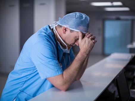 Pesquisa revela esgotamento em profissionais de saúde