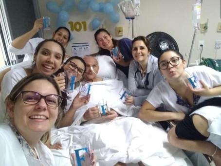 Paciente comemora aniversário de 101 anos com festa surpresa em hospital