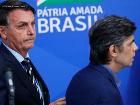 Após Teich alertar sobre risco da cloroquina, Bolsonaro defende o remédio e pede ministros 'af