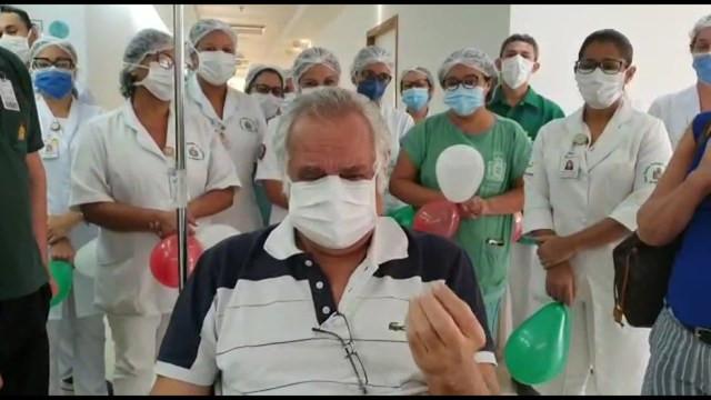 Empresário Sylçvio Cavalcanti, primeiro paciente com diagnóstico de Covid-19 no Recife, teve alta do hospital nesta terça (5) — Foto: Reprodução/TV Globo