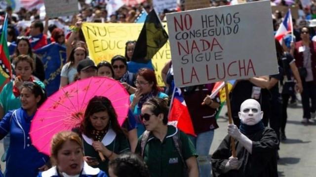 Desde 18 de outubro, o Chile vive uma onda de grandes protestos contra o governo de Sebastián Piñera — Foto: Getty Images via BBC