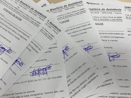 Atestados médicos falsos para vacinação contra covid-19 são vendidos pela internet