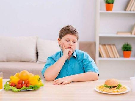 Obesidade é realidade de muitas crianças no Brasil. Veja como identificar o problema