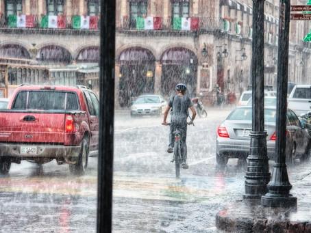 Chuva pode transmitir doenças? Entenda os riscos para a saúde