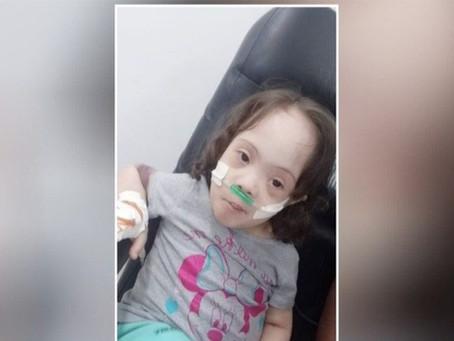Menina de 5 anos com síndrome de down descobre doença rara e precisa de R$ 100 mil para cirurgia em