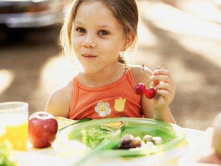 Criança pode ser vegetariana? Veja o que dizem os especialistas e quais cuidados adotar