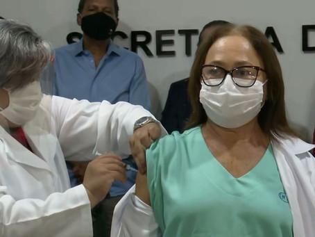 Primeira vacinada da PB faz apelo: 'lembrem-se que a pandemia não acabou'