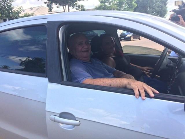 Antônio Marques chegando de carro na consulta em Porto Velho  — Foto: Ana Kézia Gomes/G1