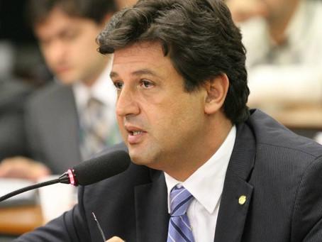 Para ministro da Saúde, dengue é 'muito mais grave' que coronavírus no Brasil