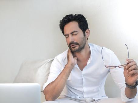 Mania de estalar o pescoço pode causar AVC