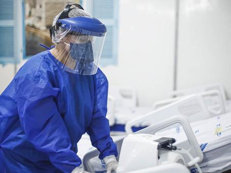 Reino Unido tem recorde de mortes diárias por Covid-19; hospitais de Londres estão no limite