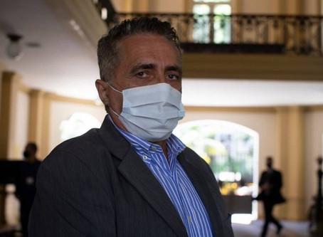 Secretário de Saúde do Rio quer escolta armada com fuzil