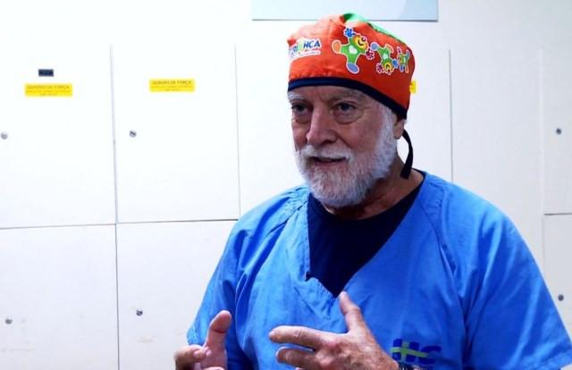 O neurocirurgião pediátrico James Goodrich, referência em atendimentos de alta complexidade para separar gêmeos siameses — Foto: Reprodução/EPTV