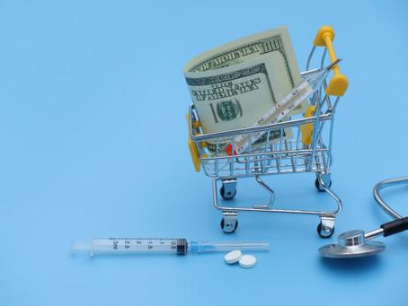 Na pandemia, farmacêuticas vendem remédio com sobrepreço de até 2.500%
