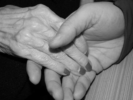Idosa de 92 anos que tem Alzheimer é estuprada pelo vizinho