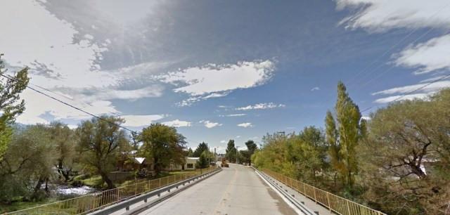 Imagem de uma das entradas do centro urbano de Loncopué, na Argentina — Foto: Reproção/Google Maps