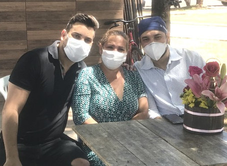 Mãe de Cauan recebe alta de hospital após se curar da Covid e se emociona: 'Presente grandioso'