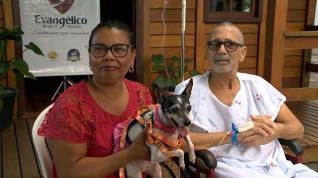 Paciente se emociona ao reencontrar cadelinha em hospital, em Vila Velha, ES — Foto: Reprodução/ TV Gazeta