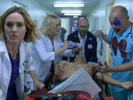 """Médicos entram em ação no trailer de """"Patrulha Médica"""", série de comédia da Netflix"""