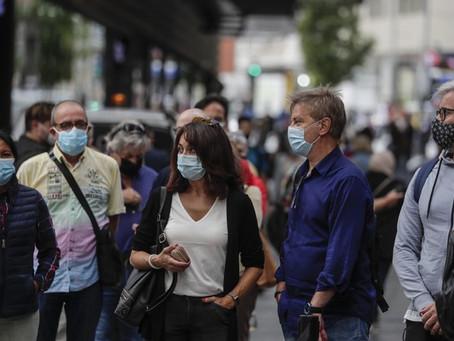"""Especialista adverte: """"Não nos livraremos das máscaras tão cedo"""""""