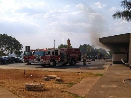 Incêndio no Hospital Regional de Santa Maria, no DF, é contido por bombeiros e brigadistas