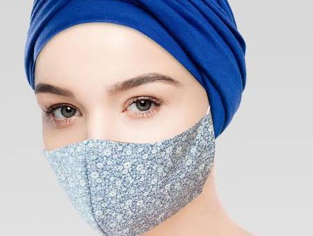 Voluntárias produzem máscaras de imunidade para pacientes em tratamento