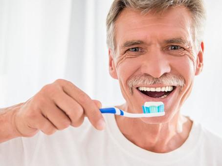 Opinião do especialista | Odontologista lista cuidados necessários à saúde bucal dos idosos