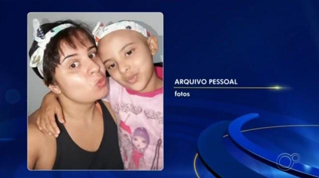 Menina que venceu câncer vira capa de agenda do Grendacc de Jundiaí (SP) — Foto: Reprodução/TV TEM