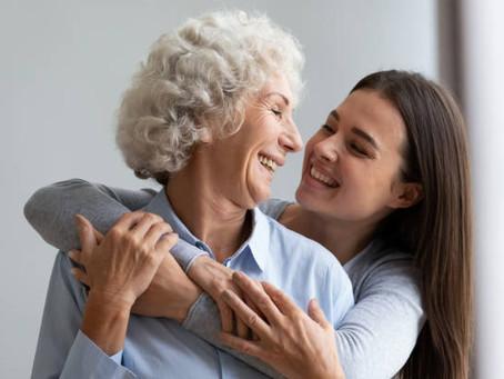 Dia das Mães: ela já tomou as duas doses da vacina. Posso abraçá-la?