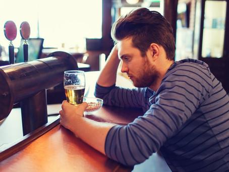 Janeiro Branco: bebidas alcoólicas podem funcionar como gatilho para problemas mentais