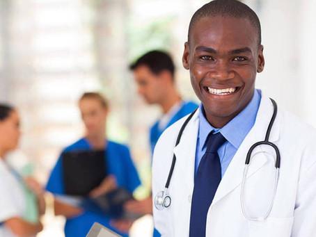 Manaus recebe 95 novos médicos bolsistas do Programa Mais Saúde