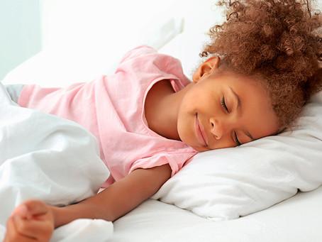 Especialistas apontam importância do sono adequado para crianças