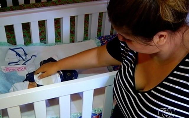 Mãe recebeu só um bebê após exames mostrarem que ela esperava gêmeos  — Foto: Reprodução/TV Anhanguera