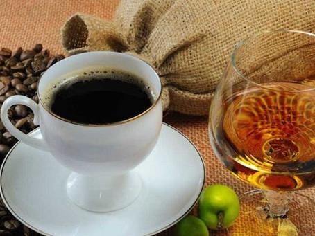 Álcool e cafeína são as drogas mais consumidas durante a pandemia, diz neurocientista Carl Hart