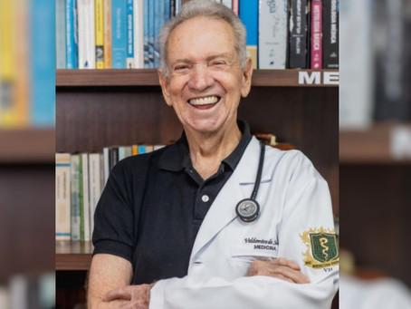 Idoso que sonha em ser médico conclui metade do curso aos 87 anos: 'sonho de criança'