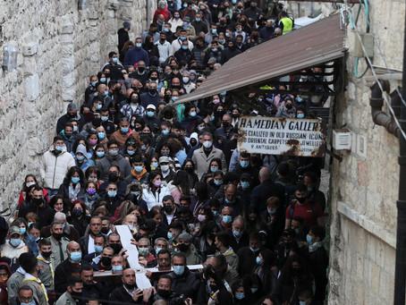 Após vacinação em massa, cristãos revivem a Páscoa sem isolamento em Jerusalém