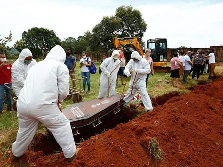Covid: universidade dos EUA estima 562 mil mortos no Brasil até julho