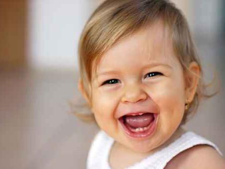 Riso de bebês humanos é semelhante ao de chimpanzés, aponta estudo