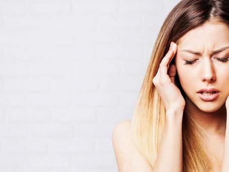 Terapia com toques na cabeça promete eliminar pensamentos negativos e traumas