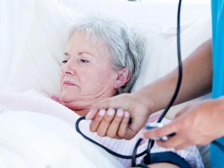 Debilitada e com 35 kg, paciente com câncer espera há 6 meses por tratamento