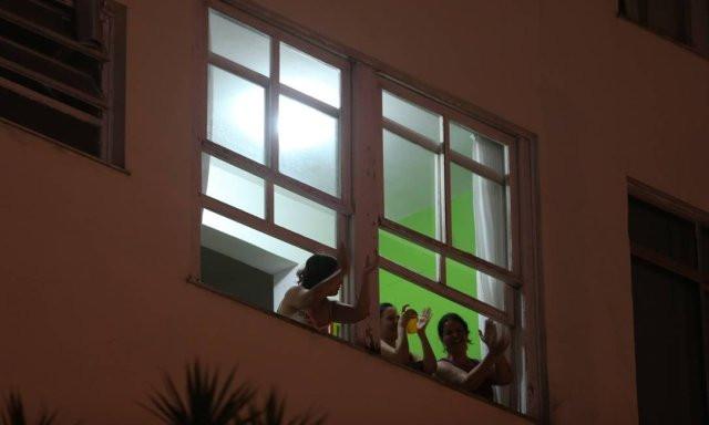Homenagem é voltada aos profissionais de saúde – médicos, enfermeiros, tácnicos, entre outros – que atuam no combate à Covid-19, como uma forma de agradecimento pelo trabalho tão necessário neste momento de crise Foto: Pedro Teixeira / Agência O Globo