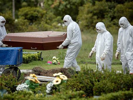 A farsa dos caixões vazios usados para minimizar mortes por covid-19