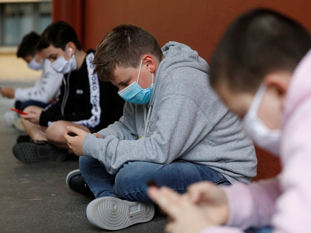 Pandemia eleva contato com tecnologia e telas, mas efeito sobre saúde mental ainda não está claro