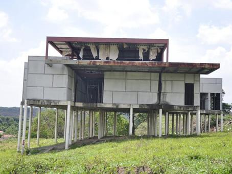 Obras de 95 postos de saúde estão abandonadas em Minas